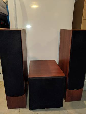 Photo Home theater receiver w Paradigm tower speakers and subwoofer - $700 (Cedar Falls)