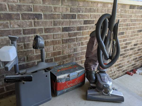 Photo Kirby Sentria vacuum cleaner with all attachments and sho system - $200 (Cedar Falls)