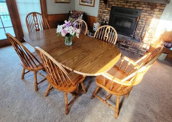 Photo Oak Dining Room Set - $200 (Hudson)