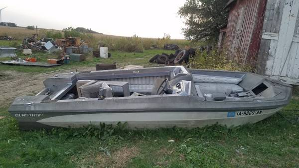 Photo Old Vintage Glastron Boat - Fishing or Duck Boat Project - $75 (Hawkeye)