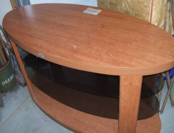 Photo Oval Wooden Table With Glass Shelves - $25 (Waterloo)