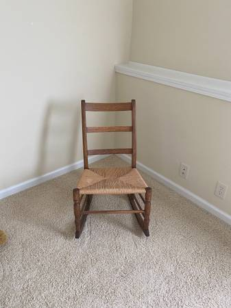 Photo Vintage rocking chair . It has a new seat and was refinished perfect conditio - $75 (Cedar Falls, Iowa)