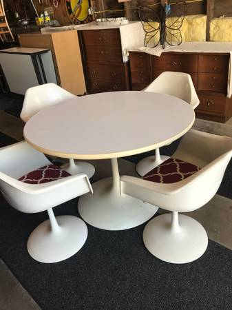 Photo White Round Tulip Dining Table  Matching Chairs - UNIQUE - $625 (Hudson)