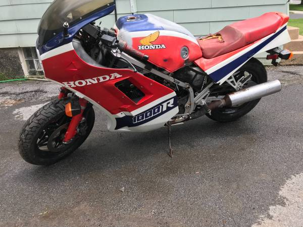 Photo 1985 Honda VF1000R restorable wclear NY title - $1,400 (Watertown)