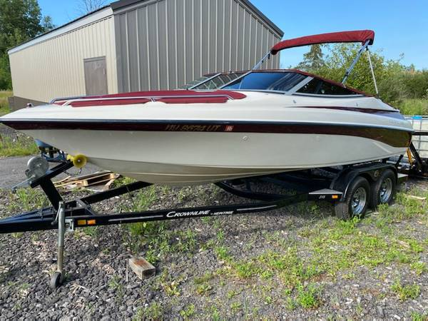 Photo 1999 202 CrownLine Bow Rider Boat - $13,900 (Redwood, NY)