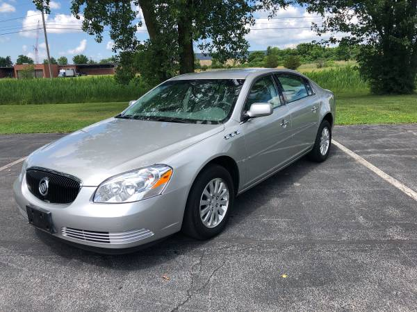 Photo 2007 Buick Lucerne with 66k Super clean - $5600 (Syracuse ny)