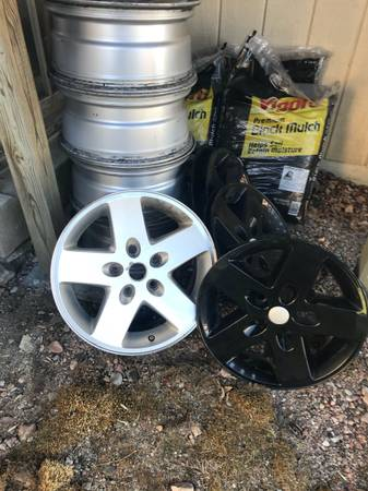 Photo 2012 17quot OEM Jeep WRANGLER WHEELS and Covers - $95 (A-Bay)