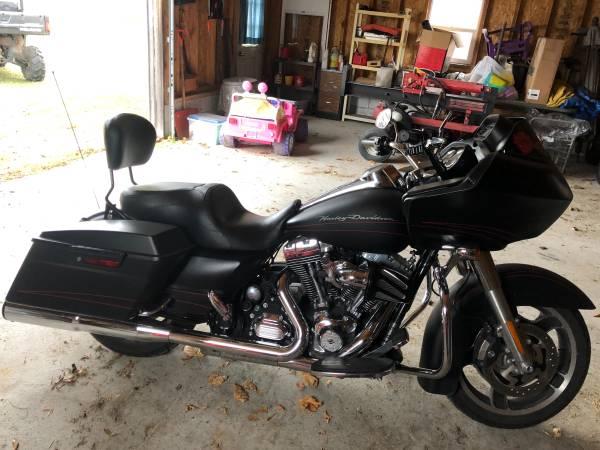 Photo 2013 Harley Davidson Road Glide Custom One owner Low miles - $15,900 (Heuvelton)