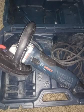 Photo Bosch 5quot concrete floor grinder - $175 (Deferiet)