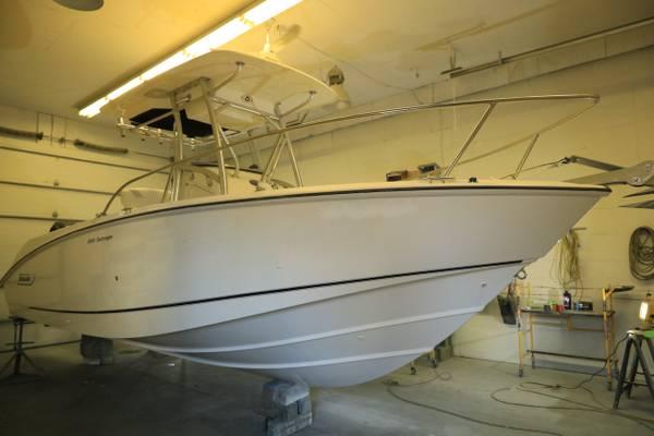 Photo Boston Whaler 240 Outrage - $59,000 (Gananoque Canada)