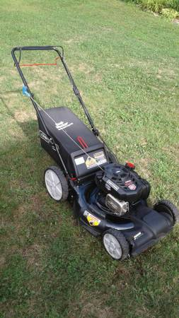 Photo Craftsman self propelled bagger lawn mower - $200
