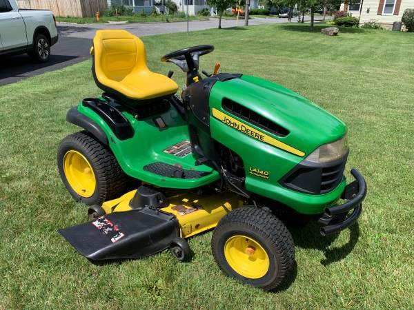 Photo John Deere LA 140 lawn mower SOLD - $1,200 (Watertown)