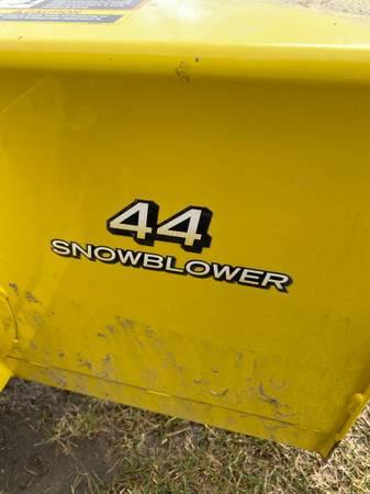 Photo John Deere snowblower - $500 (Hailesboro)