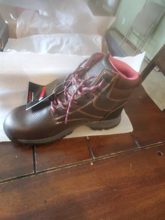 Photo Lady39s new in box wolverine size 10 composite toe work boots - $75 (Chaumont)