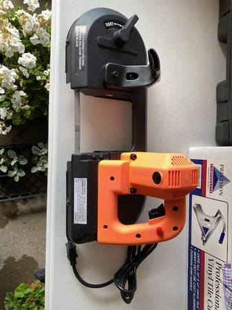 Photo New Chicago Electric Bandsaw - $100 (Tylerville, NY)