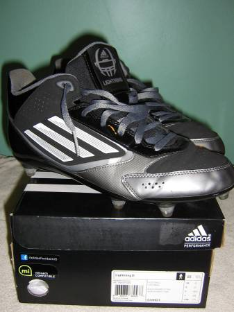 Photo OOO New In The Box Adidas Football Cleats Size 10.5 - $45 (Watertown,NY)