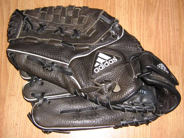 Photo OO Nice Adidas Right Hand Baseball Glove 13quot - $30 (Watertown,NY)