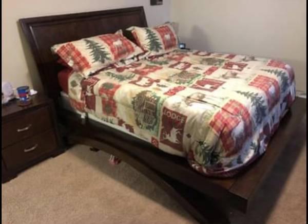 Photo Queen Sleigh Bed - $500 (Fort Drum)