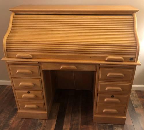Photo SOLID Oak Roll Top Desk - Fine - $500 (Pulaski)