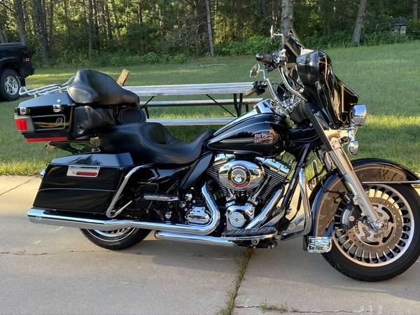 Photo 2010 Harley Davidson Electra Glide Ultra - $11,000 (Fall Creek)
