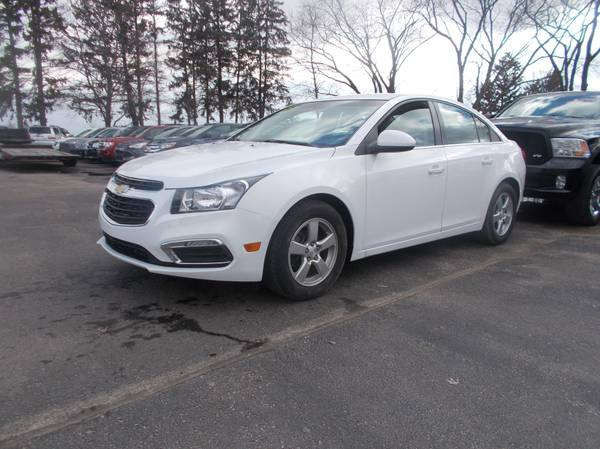 Photo 2016 Chevy Cruze Limited LT White - $8995 (Central WI)