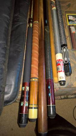 Photo 4 poolcues, 3 cases, spare pool cue parts, and unopened repair kit - $30 (schofield)