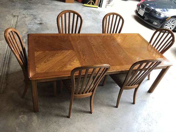 Photo Beautiful Oak Dining Table  Chairs - $325 (KRONENWETTER)