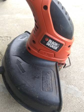 Photo Black and Decker Weed Trimmer - $15 (Athens)