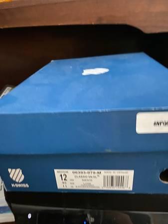 Photo Brand new K-Swiss mens shoes - $50 (Antigo)