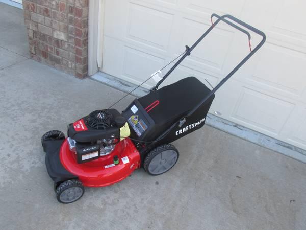 Photo CRAFTSMAN 21-in Gas Push Lawn Mower - $125 (Plover)