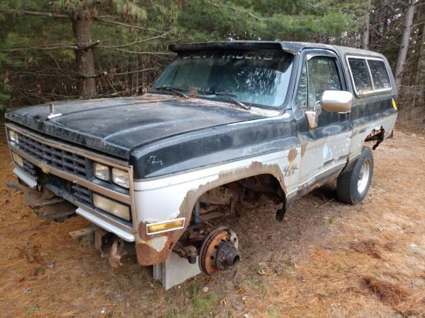 Photo Chevy K5 Blazer 14 bolt Detroit locker - $800 (Amherst)