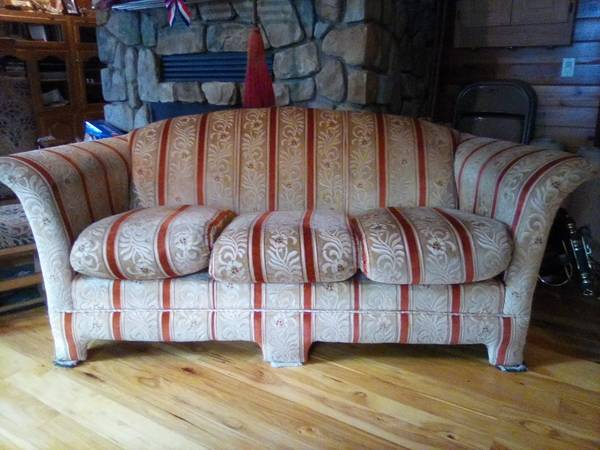 Photo Couch - $75 (Pelican Lake)