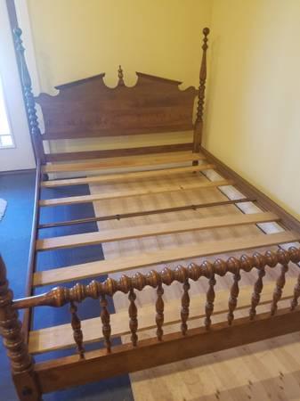 Photo Ethan Allen Queen Bed - $450 (WISCONSIN RAPIDS)