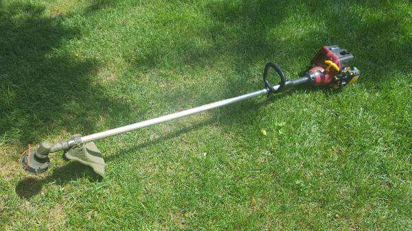 Photo Homelite String Trimmer 25cc 2-Stroke - $40 (Wisconsin Rapids)