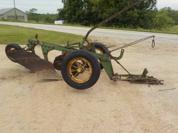 Photo John Deere 2 bottom trailer plow - $600 (Denmark)