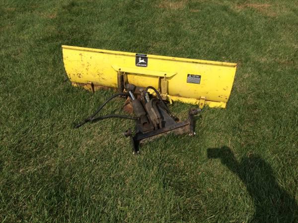 Photo John Deere 400 Garden Tractor 4 Way Front Blade - $500 (Clintonville)