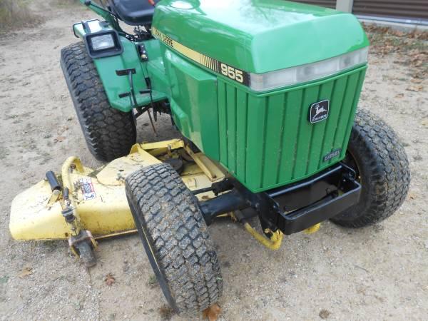 Photo John Deere 955 compact tractor - $7,900 (wonewoc)