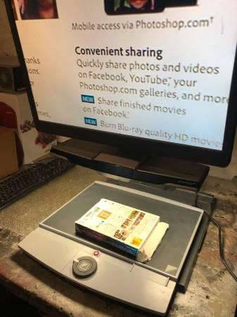 Photo Optelec Clearview 22 in Desktop Magnifier - $250 (ANTIGO)