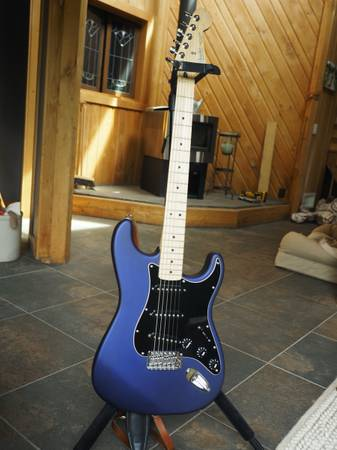 Photo Rare matte purple Stratocaster with deluxe gig bag - $525 (12 miles south of Marshfield)