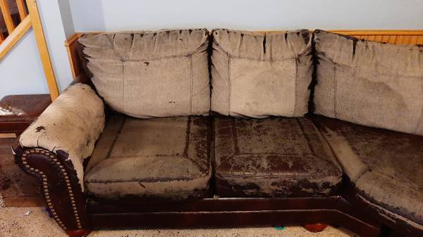 Photo Sectional couch free (Babcock)