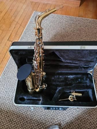 Photo Selmer Alto Saxophone - $700 (Plainfield)