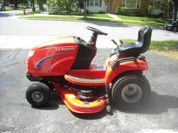 Photo Simplicity Lawn Tractor (Wausau)