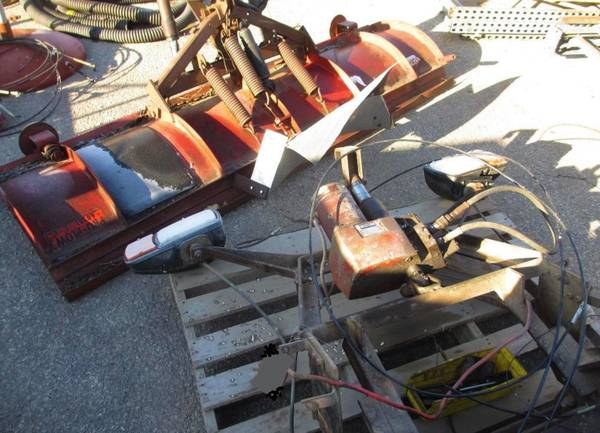 Photo Snow Plow- Western 7.539  Hydro Rams Brackets Lites - $1,200 (Wausau - 75mi)