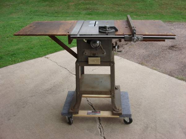 Photo VINTAGE DELTA-ROCKWELL 9quot TILTING ARBOR SAW - $100 (STRATFORD)