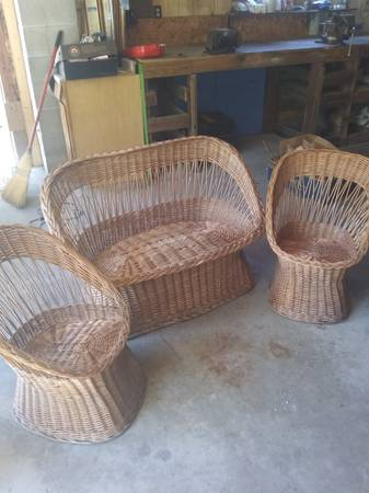 Photo Vintage Wicker Furniture Set - $100 (Marshfield)