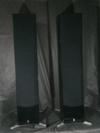 Photo Yamaha NS-555 Speakers - $225 (IOLA)