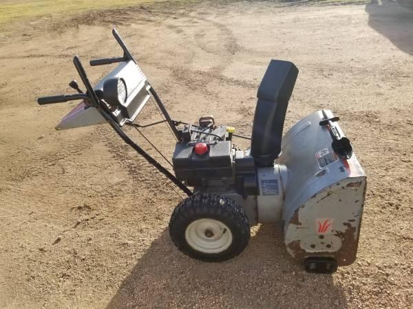Photo Yard Machines snowblower - $250 (Spencer)