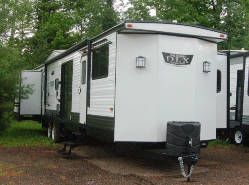 Photo 2020 Forest River Wildwood Lodge 42QBQ $37199