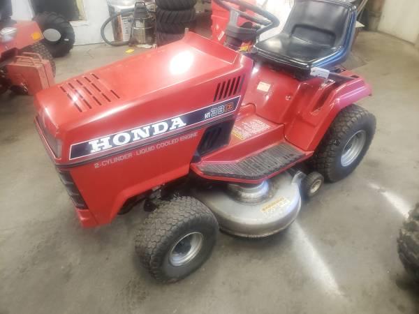 Photo honda garden tractor with snowblower - $1,200 (Wisconsin Rapids)