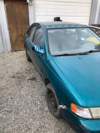 Photo 1995 Nissan Sentra - $1 (wenatchee)